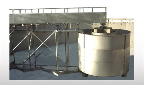 Peripheral traction clarifier with sludge suction - PTA